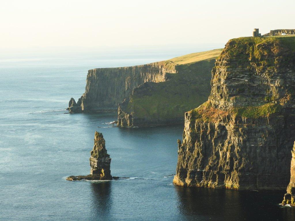Costa da Irlanda, banhada pelo Mar Báltico.